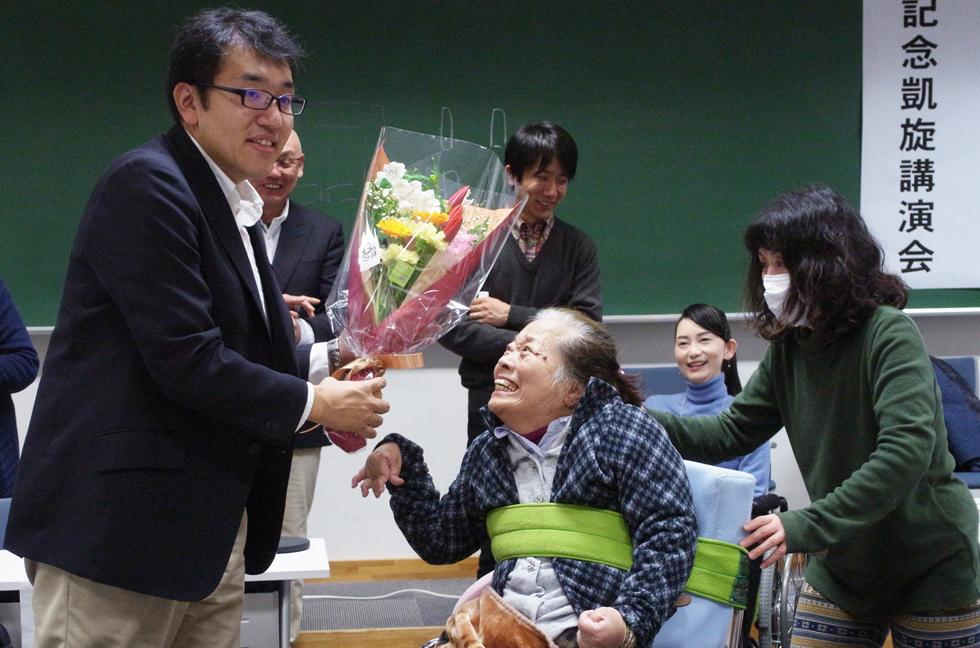 日本賞受賞記念 花束贈呈